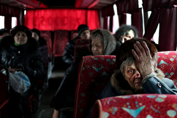 Anastasia Vlasova © 2015 | The evacuation of Debaltseve